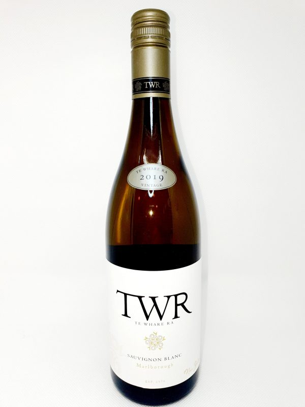 20200426 150301 scaled 600x800 - 'Te Whare Ra', Sauvignon Blanc, Marlborough 2019 New Zealand, Organic